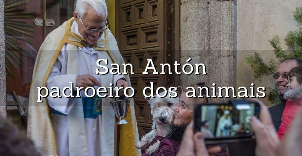 padre benze animais à porta da igreja de san anton