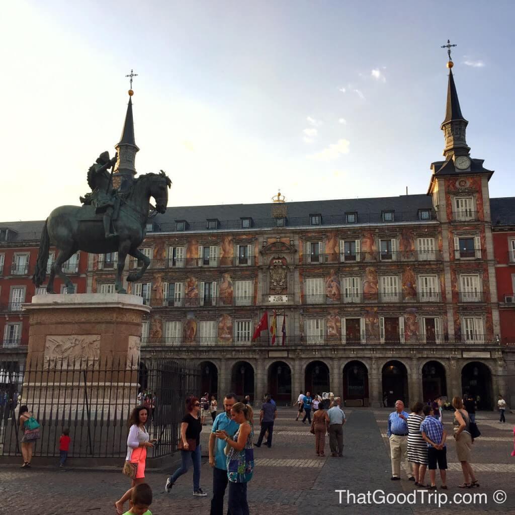 plaza mayor madrid lugares indispensaveis visitar madrid curiosidades madrid o que fazer em madrid