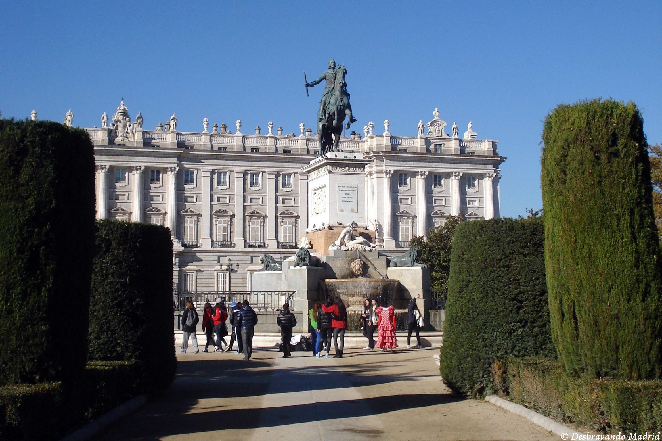 Praça do oriente estatua felipe iv curiosidades madrid o que fazer em madrid