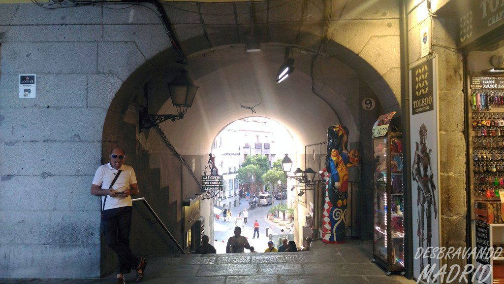 arco-cuchilleros-plaza-mayor