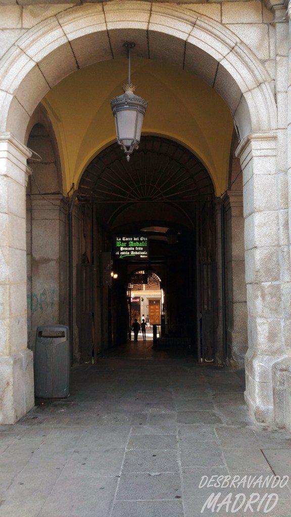 arco-triunfo-callejon-infierto-plaza-mayor