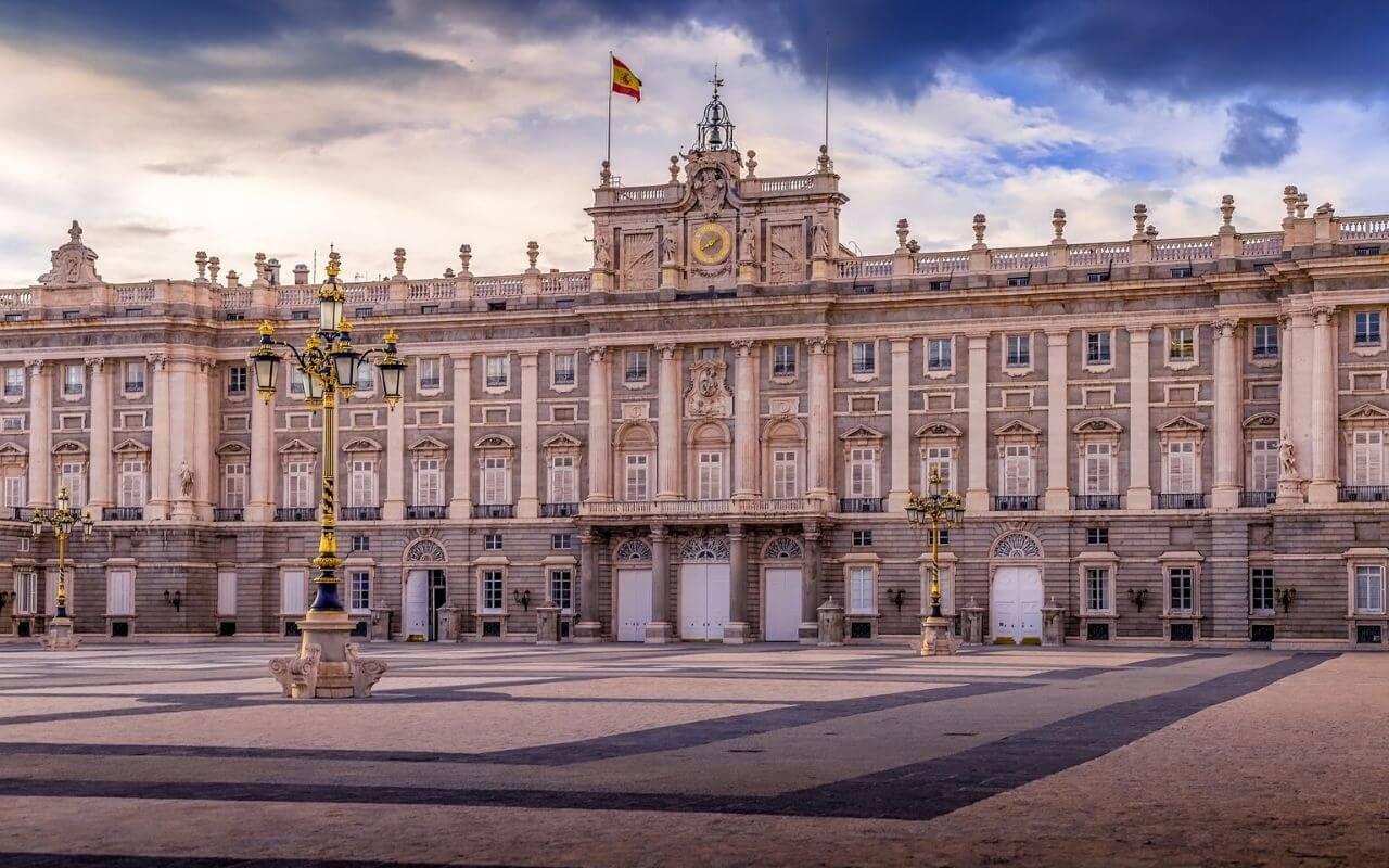 palacio real de madrid vista frontal