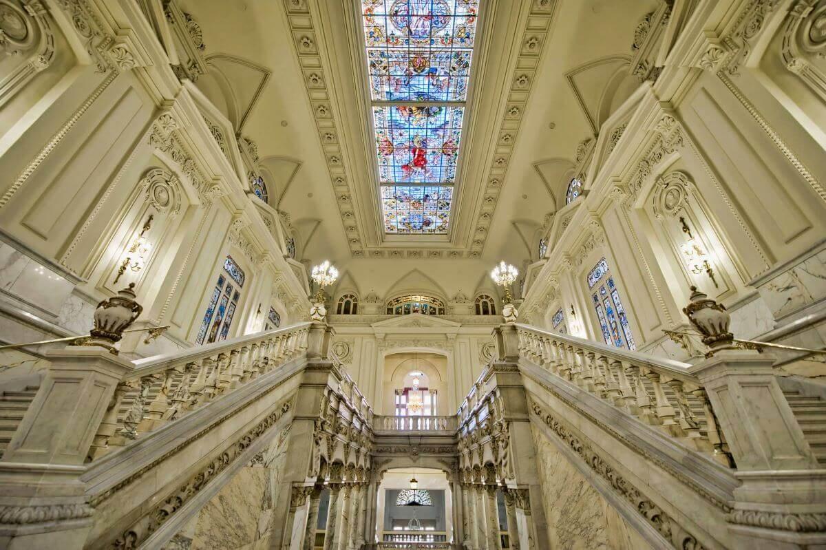 escadaria monumental do Banco de Espanha de Madrid