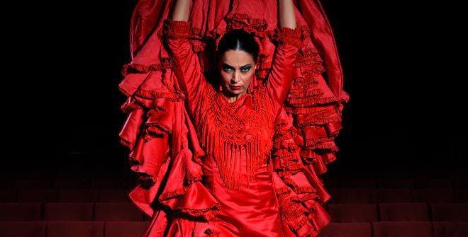 bailaora de flamenco de vestido vermelho