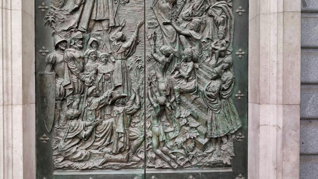 porta evangelização da america catedral almudena