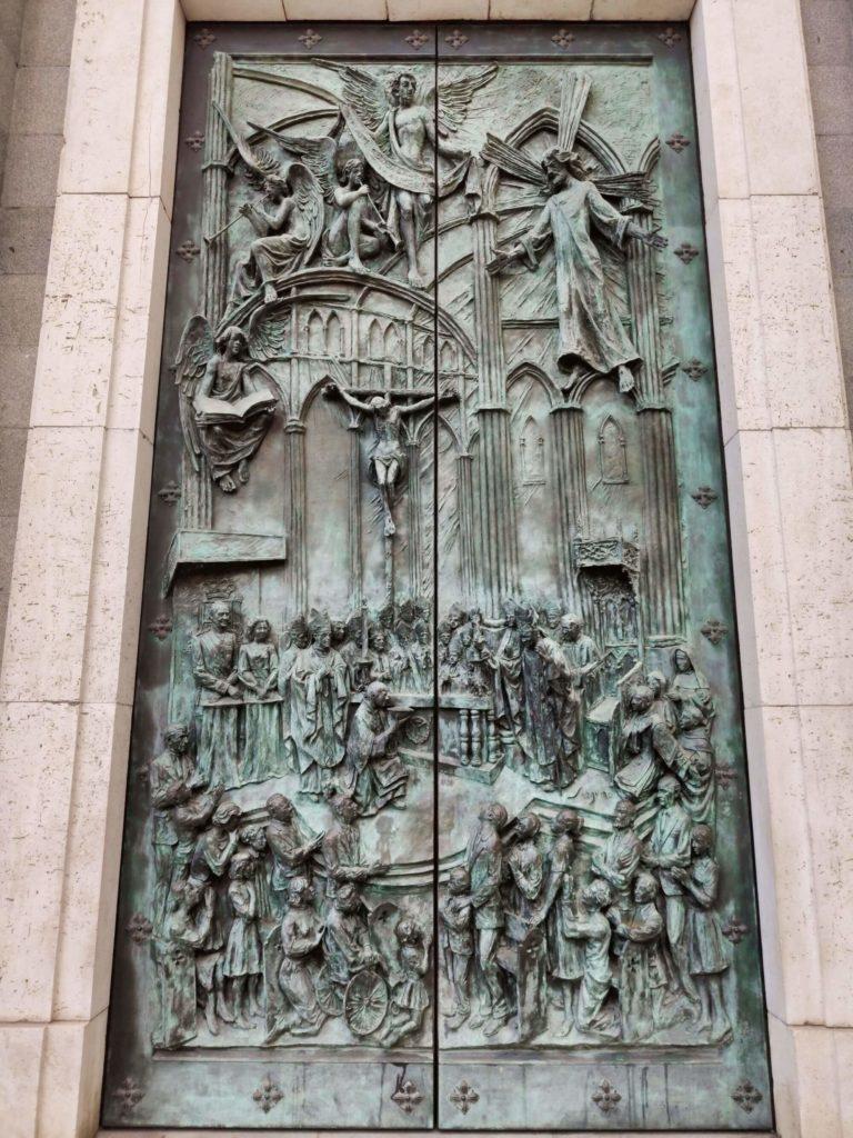 porta consagraçao catedral almudena