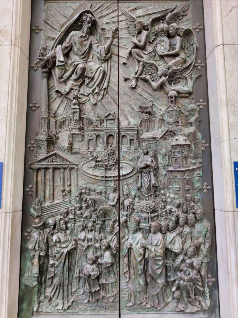 porta da procissao da almudena de madrid