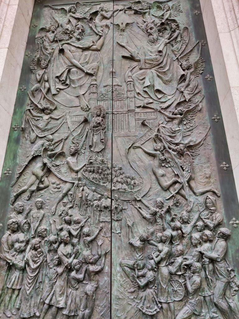 porta santissima trindade catedral almudena